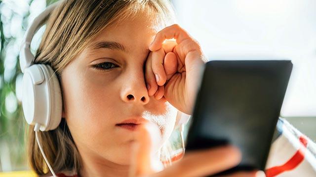 Cómo reducir los riesgos de miopía en niños